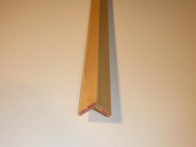 Paraspigolo Pino grezzo 28 x 28 x 2700 mm.